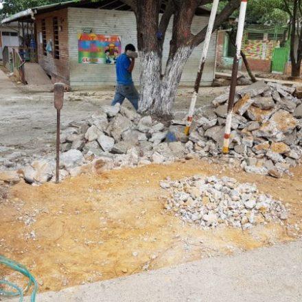 PISO EN CONCRETO DE LA ENTRADA PRINCIPAL Y PLACA CON MALLA SEDE DOÑA NIDIA 2019